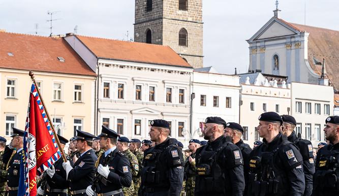 FOTO: Vojenská přehlídka v Českých Budějovicích