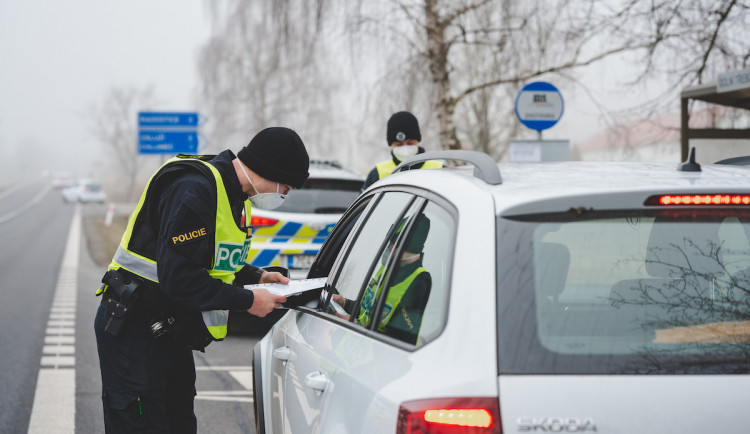 Policie od rána kontrolovala pohyb mezi okresy
