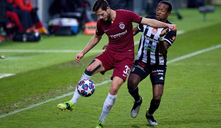 FOTOGALERIE: Tři tyče a boj do posledního hvizdu. Dynamo doma obralo Spartu, hrálo se bez branek