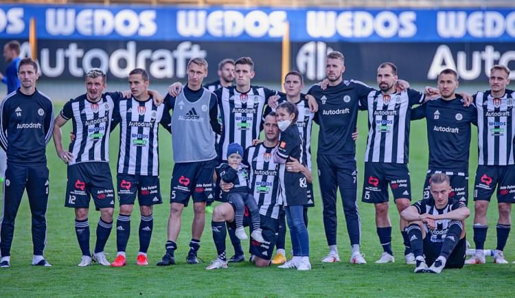 FOTOGALERIE: Velké loučení a těsná porážka. Dynamo v emotivním utkání podlehlo Slovácku