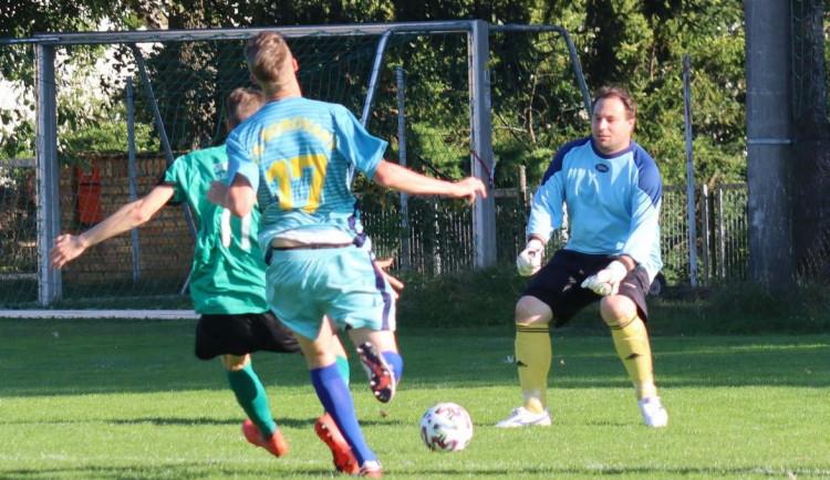 Momentky ze zápasu Dobrá Voda - Borovany. Výhru si odvezli hosté.