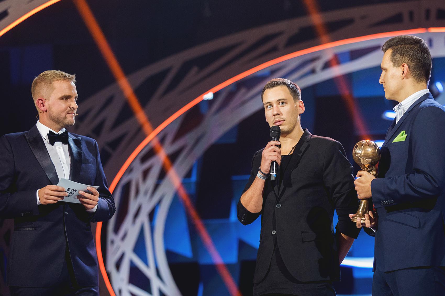 Moderátor Libor Bouček a zakladatelé projektu Český ostrovní dům Pavel Podruh (vlevo) a Jakub Hořický
